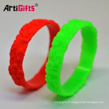 Ventes directes d'usine mode écologique bracelet de fleur gravée en silicone