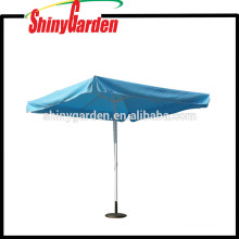 Stylist-Sommer-im Freienstrand-Swimmingpool-Regenschirm