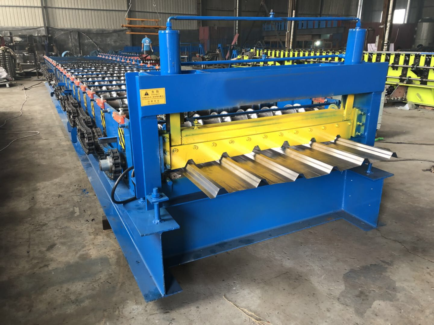 Trapezoidal sheet roll forming