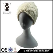 Bege & preto cor elegante mulher chapéu de inverno