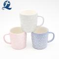 Tasse en céramique de tasse de soulagement en céramique de conception moderne de ventes chaudes avec la poignée