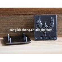 Aleación de zinc personalizado grabado logo placa de metal con patrón en relieve