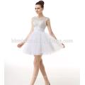 2017 aliexpress vente chaude couleur blanche occidentale dîner soirée robe courte simple conception backless perlé robe de soirée pour les personnes âgées