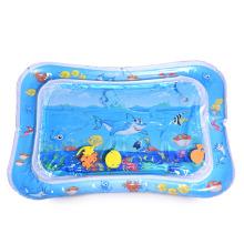 Estera de agua para bebé con estampado de tiburones