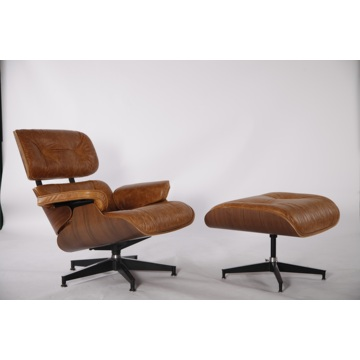 Charles y Ray Eames Lounge Chair y otomano