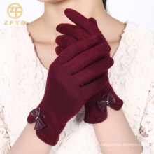 ZF5189 estilos mais novos luvas de lã macia da tela de toque da cor vermelha para senhoras