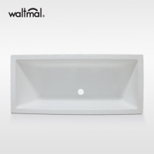 흰색으로 된 Tabor Double Ended Bath Tub