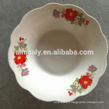 bol à salade en porcelaine à bord coupé avec décalcomanie
