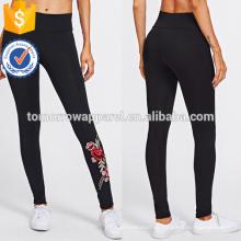 Negro Bordado Rose Apliques Leggings OEM / ODM Fabricación Venta al por mayor Moda Mujeres Ropa (TA7023L)