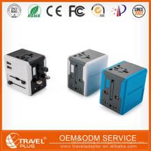 Quatro plugues combinam em um adaptador Adaptador universal de alta qualidade EU AUS Carregador USB Universal Travel Adapter