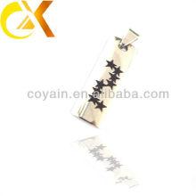 Chine alibaba Pendentif en acier inoxydable pour homme, pendentif personnalisé d'étoiles