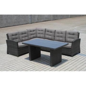 Ao ar livre de vime antigo marca cadeira sofá