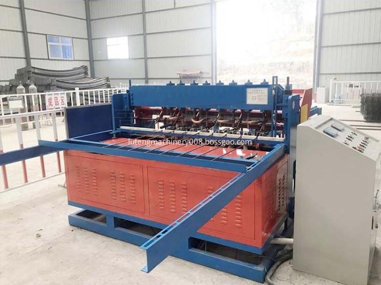 Rebar mesh welding machine