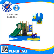 Equipamento de recreio com túnel Slide