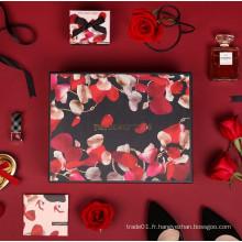 Boîte cadeau en papier motif rose personnalisé