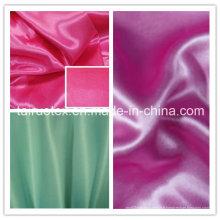 Satin 100% de polyester moins cher pour le tissu de vêtement de robe
