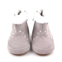 新しい本革のベビー冬の靴