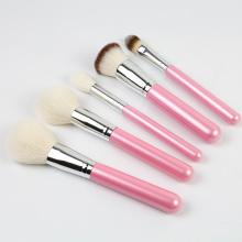 Розовая жемчужная кисточка для макияжа