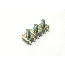 Emboutissant le connecteur de fil de pièces avec l'insertion rivetée en acier