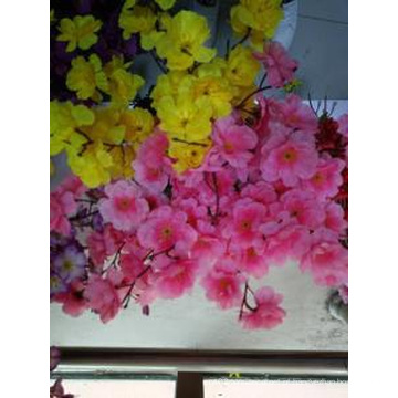 A flor da beleza com decoração artificial de seda