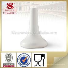 Vase chinois en porcelaine blanche pour la décoration de l'hôtel