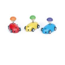 Celerity de madeira carro de brinquedo em movimento