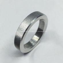 Usinage de pièces en aluminium avec motif de moletage diamanté
