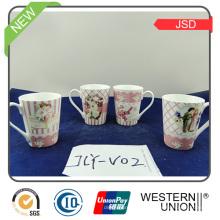 Copo de café cerâmico 150ml com o suporte para o presente