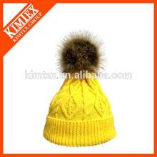 La venta caliente hizo punto el sombrero de acrílico de encargo de la gorrita tejida con la piel falsa en tapa