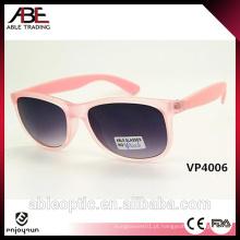 Óculos de sol de plástico barato