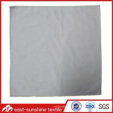 Impresión con logo en relieve Tela de microfibra con borde cosido