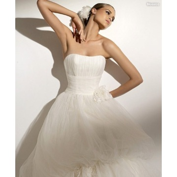 Bollklänning Scoop Neck Axelbandslös Chapel Train Garn Manmade Flowers Wedding Dress