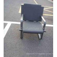 Une chaise de meubles places extérieure PE rotin coussin