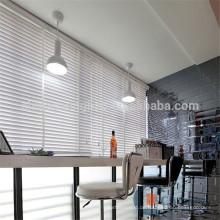 Striped Faux Holz Fenster Jalousien für Café