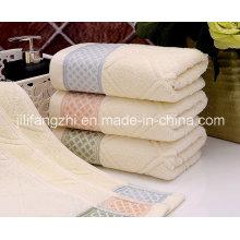 Serviette de bain en jacquard carré 100% coton