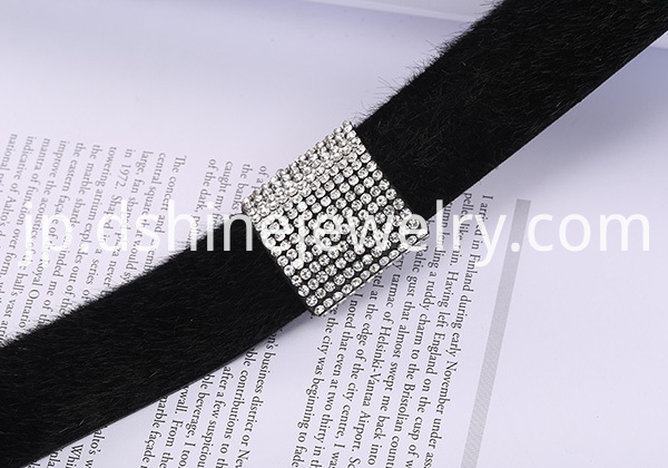 Rhinestone Centre Section Fur Leather Necklace
