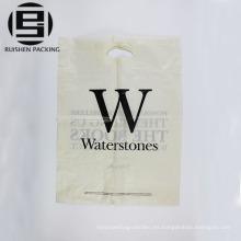Fabrica bolsas con troqueles impresos con leche en blanco