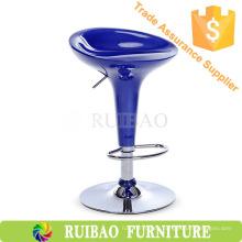 Mobiliario de bar y salón con ruedas y base cromada Star, taburetes de bar ABS