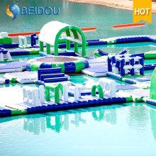 Jeux d'obstacles d'obstacles à l'eau flottante Jouets gonflables gigantesques de parc aquatique