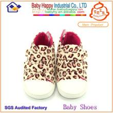 El bebé popular de la venta superior de la manera calza los zapatos de bebé suaves de la impresión del leopardo