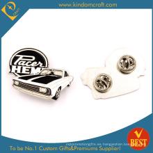 Hot Sale recuerdo pin insignia con esmalte en forma de coche antiguo en blanco