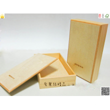 Holzkiste mit Hotstamping und Spot UV