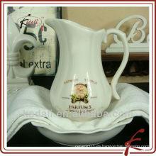 Jarra de agua de cerámica de la flor de la porcelana barata caliente con el tazón de fuente