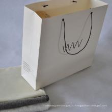 Белая картонная бумажная сумка для упаковки одежды