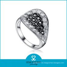 Piedra negra y blanca de la marca famosa en anillo de piedra