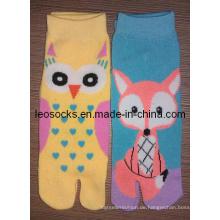 Mädchen-Art und Weise zwei Zehe-Socken