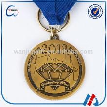 Nueva llegada clave de coche en relieve medalla con la cinta de impresión