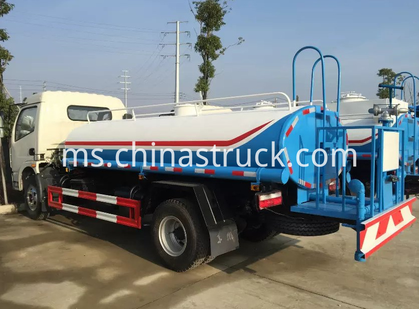 Dongfeng 5000 liters small water truck