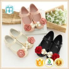 Sapatos de uma peça meninas para tamanho EUA 1-13 bebê meninas sapatos com flores rosas e miçangas preto / rosa / cremoso step-in sapatos