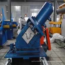 Machine de formage de tasseaux de toiture